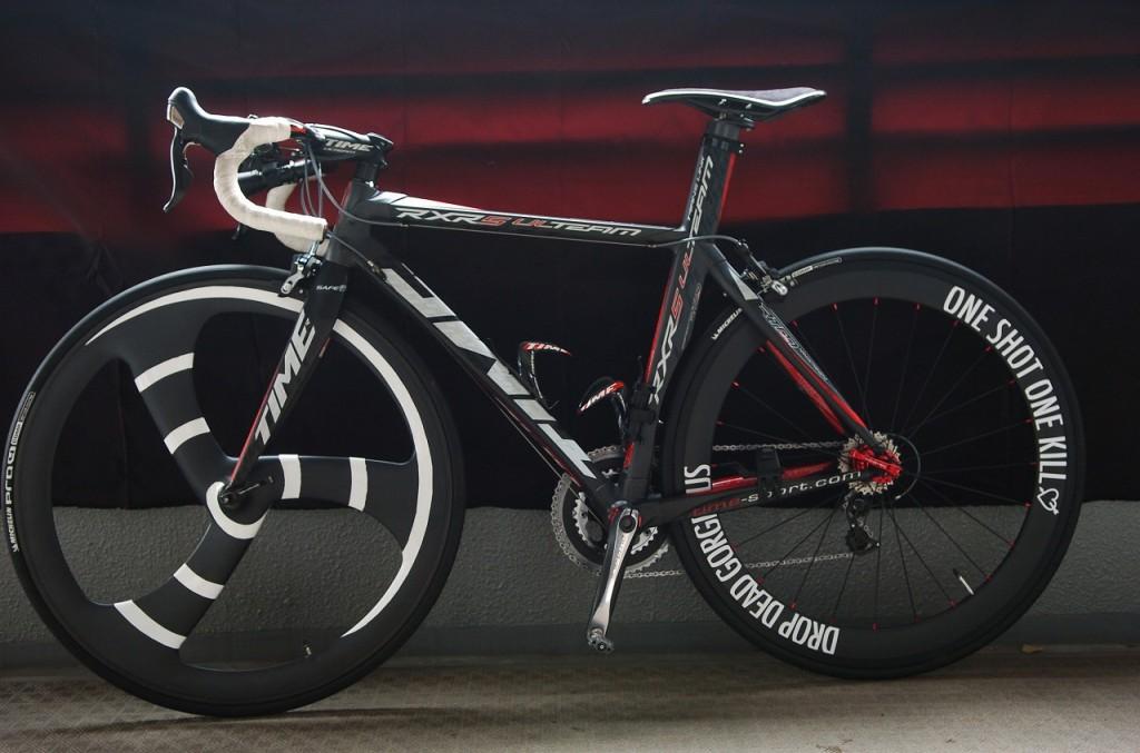 I2028n①自転車にオリジナル切り文字